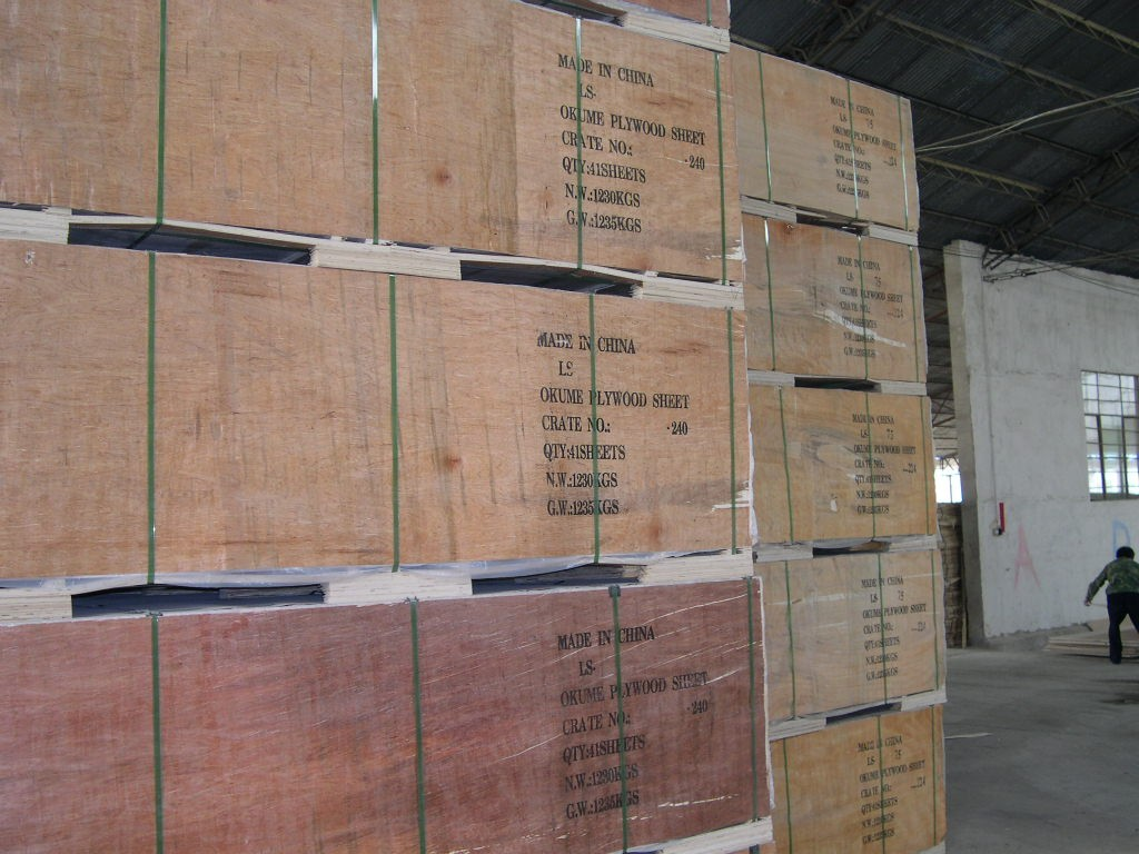 plywood packed in wooden crate.JPG